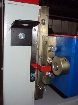 Рейсмусовый станок СР6-20М1, подьем опускания рабочего стола при помощи маховика