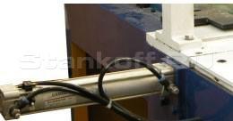 Дополнительный пневмоцилиндр прижима коротких ламелей в зоне прессования