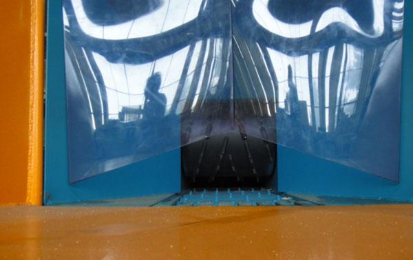 подача сырья в зону обработки обеспечивается рифлеными рябухами