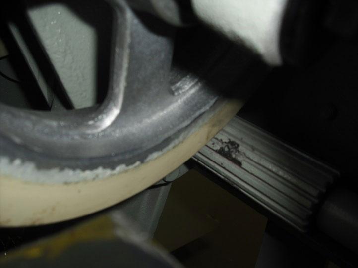 Круглошлифовальный одноленточный станок FS- 80B, привод обрезинненых валов  осуществляется при помощи рифленого вала через ременную передачу