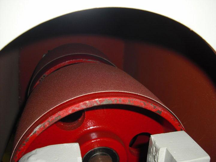 Круглошлифовальный одноленточный станок FS- 80B, литые валы обеспечивают надежную фиксацию