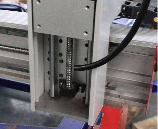 Высокопрецизионные шариковинтовые пары фрезерного станка с ЧПУ Beaver 1212AT3
