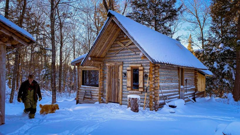 Шон Джеймс — плотник из Канады, который решил жить в лесу