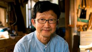 Так Ёшино — мастер по изготовлению мебели дзен в Японии