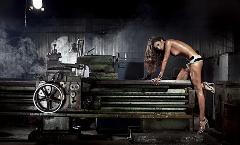 Красивые девушки и мощные станки