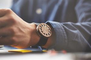 8 уникальных наручных часов из дерева