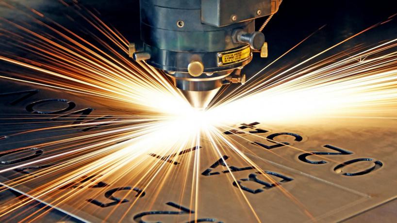 Какие материалы можно резать с помощью оптоволоконного лазерного станка?