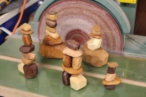 «Балансировка камней» из древесных отходов – Tumi Ishi