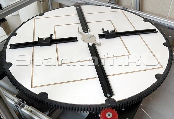 Поворотный стол с зубчатой передачей