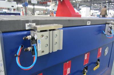 Пневматические упоры для базирования заготовок фрезерного станка с ЧПУ beaver 2513AVT6