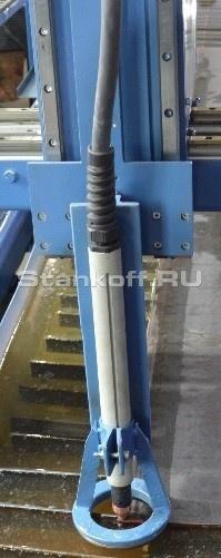 Регулирование уровня резака над обрабатываемым металлом может быть установлена двумя способами: механическим устройством; электронным способом по напряжению плазмодуги.