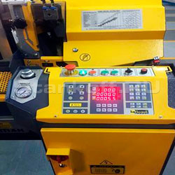 Станок оборудован PLC-контролером