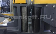 Автоматические подающие тиски с приводными роликами.