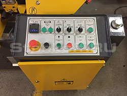 Станок оборудован удобным и понятным кнопочным пультом управления со счетчиком резов.