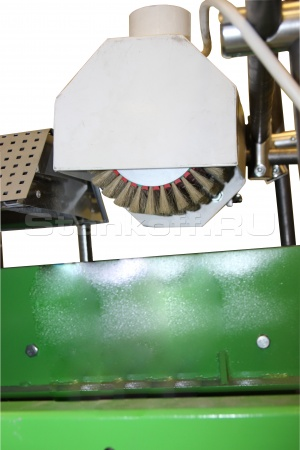 Щеточный узел предварительной очистки заготовки от пыли