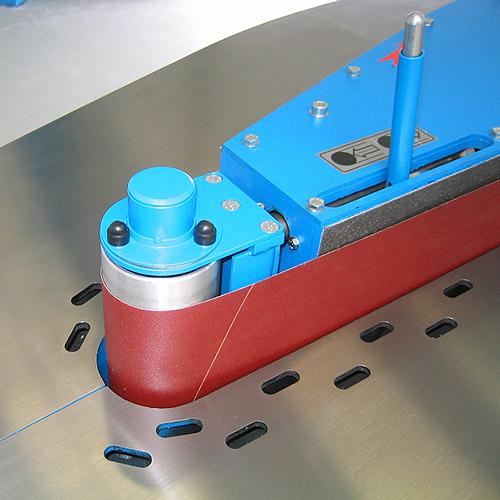Ленточный кромкошлифовальный станок HBK 3200. Натяжение ленты.