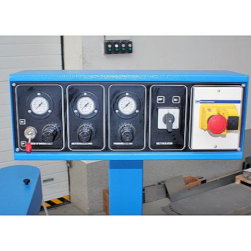 Ленточный шлифовальный станок с профильным утюжком HBP 100. Панель управления.