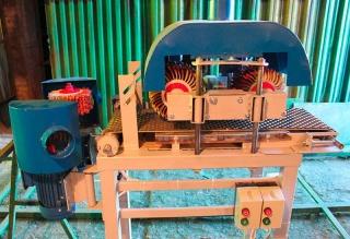 Шлифовальный станок с лепестково-щёточными барабанами СВАРОГ 3-300 трехсторонний с автоподачей