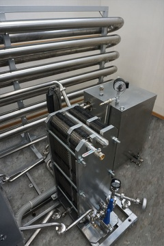 Пластинчатый пастеризационный охладитель молока ППО-3000