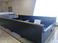 Волоконный лазер для резки металла с труборезом и кабинетной защитой LF3015GR/4000 IPG