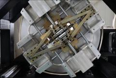 Волоконный лазер для резки металла с труборезом и кабинетной защитой LF3015GR/4000 Raycus
