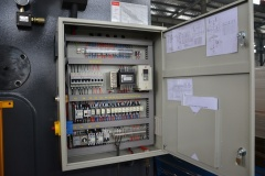 Гидравлический листогибочный пресс c контроллером HPJ 2563